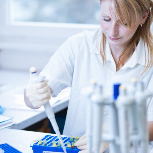 woman pipetting, Biotility, science education