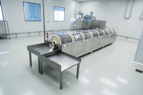 Clean room equipment & stainless steel machines_SMALL_568745392